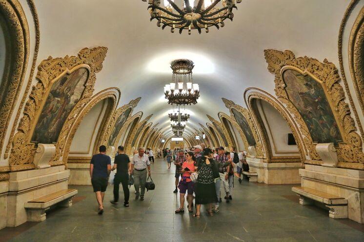 Jeder Bahnhof ein Kunstwerk: die Moskauer Metro