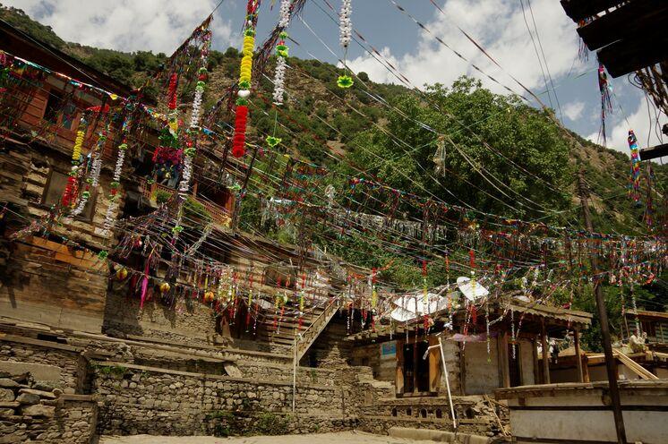 Der Marktplatz vom Kalash-Dorf Batrik - Ausgangspunkt Ihrer Erkundungen im Hindukusch