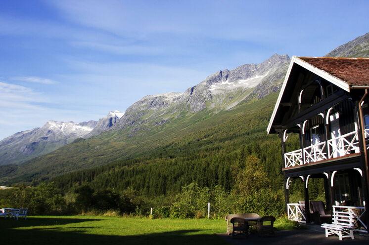 Am Fuße der mächtigen Berge von Sunndalsøra baute der englische Gentleman und Lachslord 1899 Ihre Lodge für diese Nacht