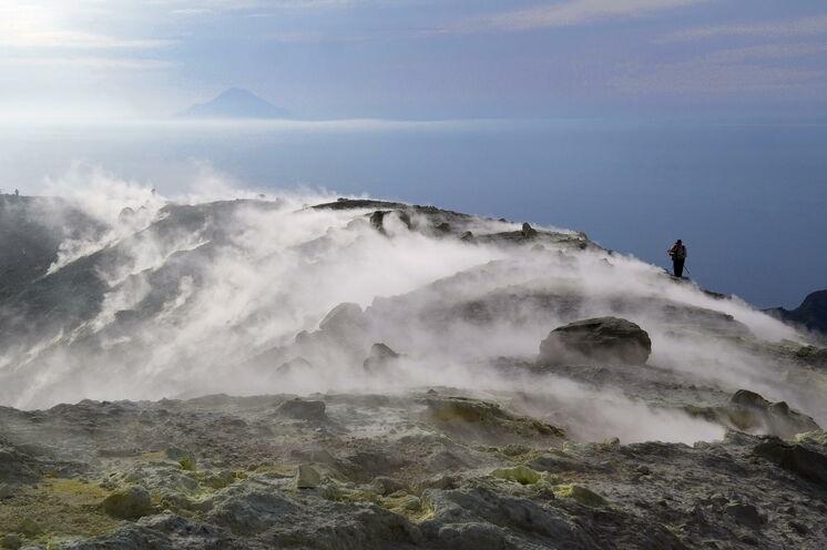 Vulcano: Schwefeldämpfe am Kraterrand