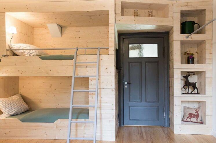 Unser Ferienhaus verfügt über 3 moderne Ferienwohnungen und bietet Platz für 14 Personen