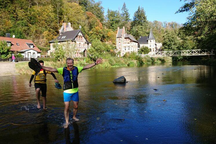 Verdiente Abkühlung nach dem Lauf im Fluss direkt vor unserem Ferienhaus