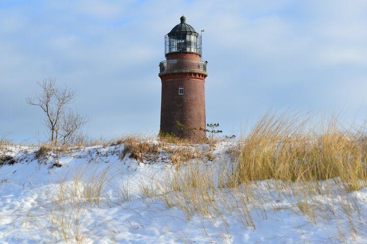 """Ein fester Riese an rauer Küste: Leuchtturm """"Darßer Ort"""""""