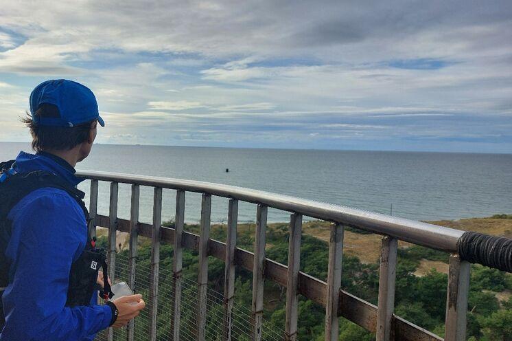 Nach 134 Stufen und auf gut 30 m Höhe blickt man bei klarer Sicht bis nach Hiddensee