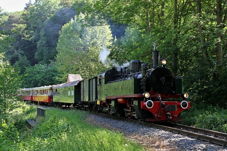 Die Reise beginnt im wild-romantischen Mittelrheintal mit der Brohltal-Eisenbahn