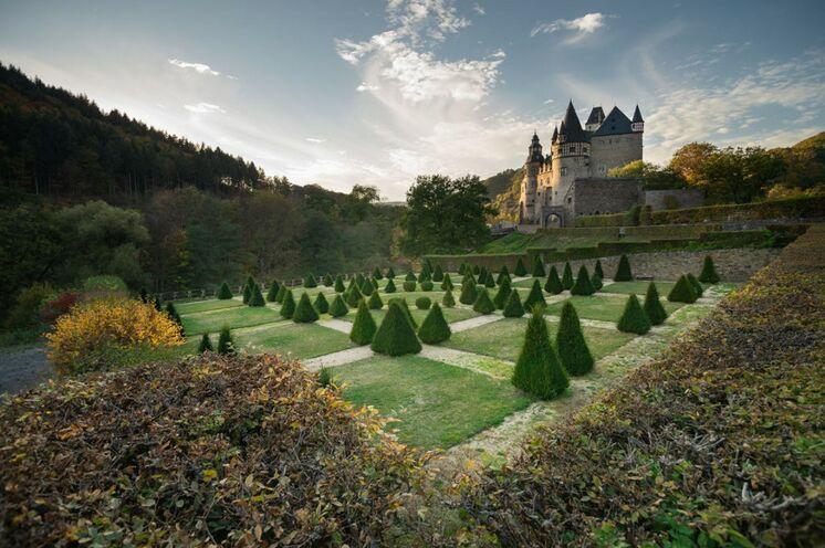 Die Eifel ist geprägt von einer Vielzahl an Burgen, Schlössern und Ruinen