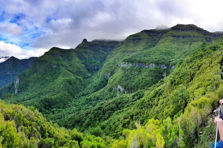 Ausblicke, die sprachlos machen lauern auf Madeira um jede Ecke