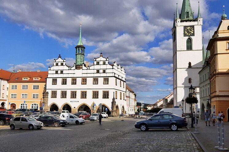 Am Marktplatz von Litoměřice finden Sie zahlreiche Prächtige Häuser vor