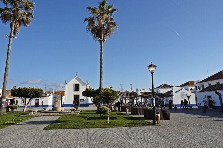 Vom hübschen Fischerdorf Porto Corvo aus starten Sie zu Ihrer ersten Wanderetappe