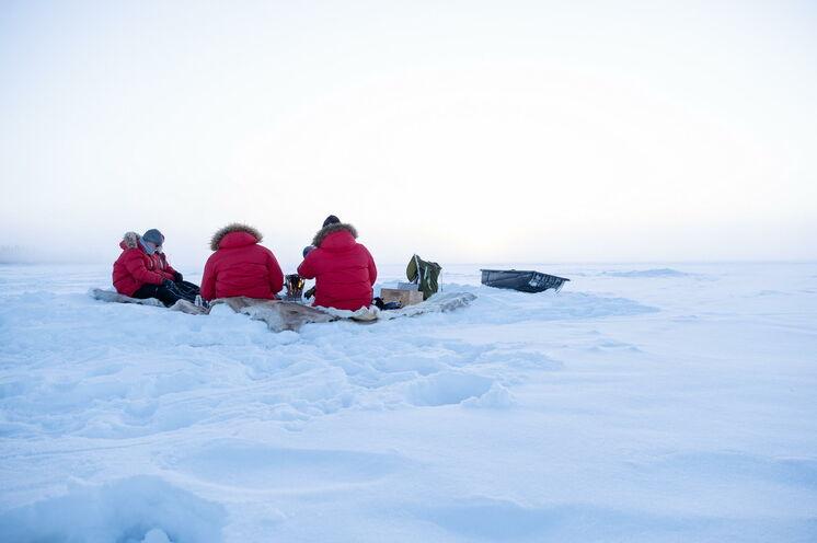 Eisfischen in Lappland: Eine besondere Art der Entschleunigung