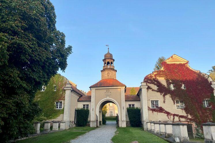 Dem restaurierten Gestüt und dem Palast in Gallingen statten Sie einen Besuch ab