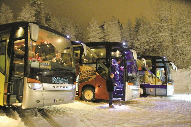 Wir sind mit 2 Bussen vor Ort, auch um die Abstandsregeln im Bus bestmöglich einzuhalten