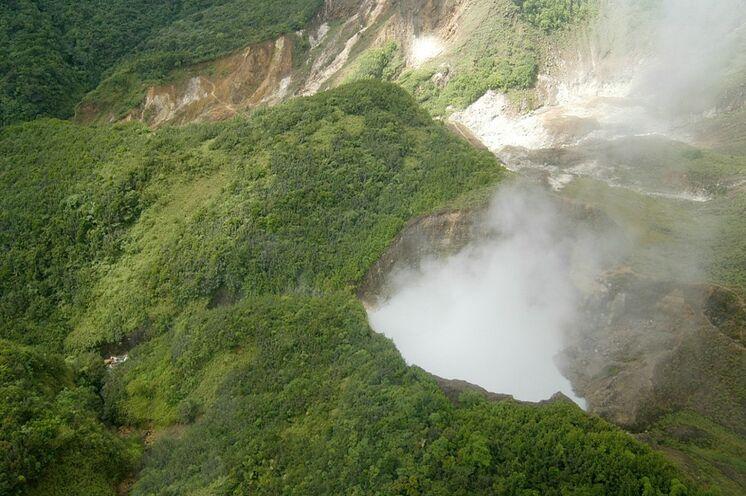 Der Boiling Lake von Dominica - zweitgrößter kochender See der Welt Bild: Copyright DDA