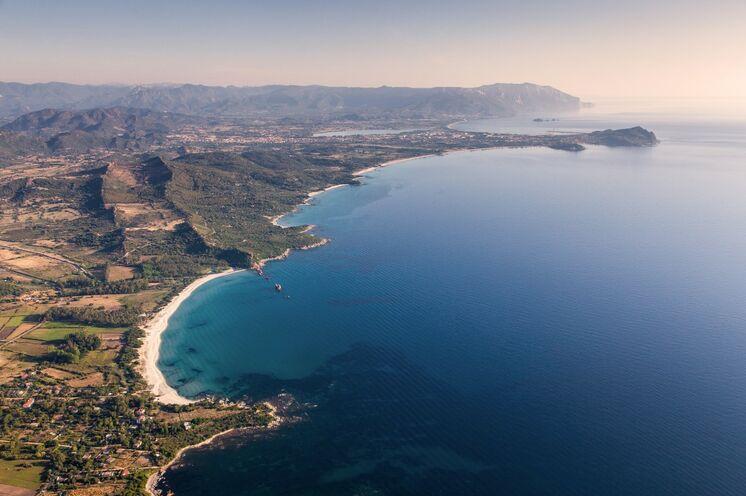 Die Ostküste Sardiniens..., dort wo eine grandiose Bergwelt so nah mit dem smaragdfarbenen Meer sich verbindet, wie nirgendwo anders auf der Insel.