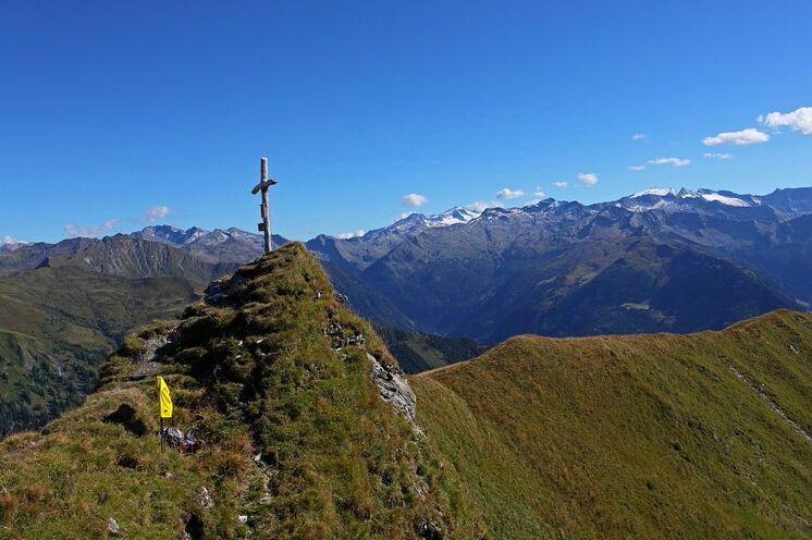 Das Filzmooshörndl (2189 m) ist einer von vielen herrlichen Aussichtsbergen. Von hier können Sie bis zu den Dreitausendern Österreichs blicken.