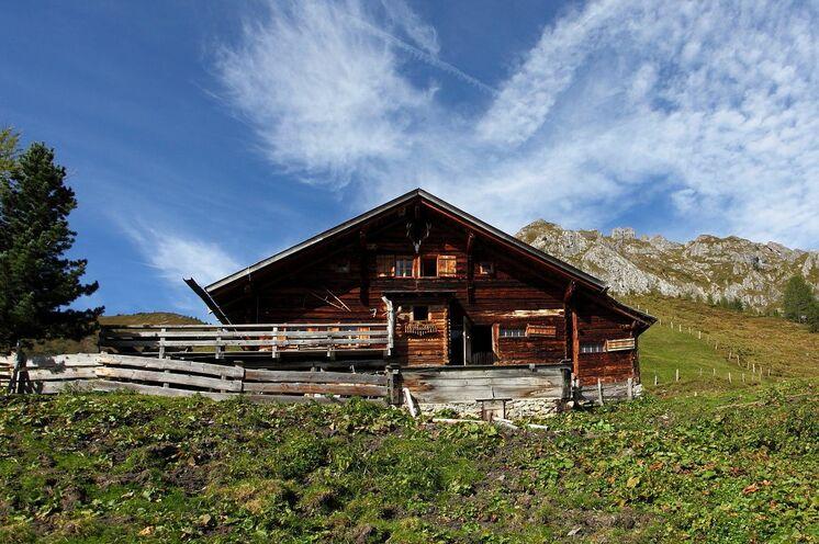 Die Rundwanderung zum Tappenkarsee bietet neben zahlreichen landschaftlichen Reizen und Höhepunkten eine Vielzahl von urigen Hütten und Almen, die zu einer Einkehr locken.