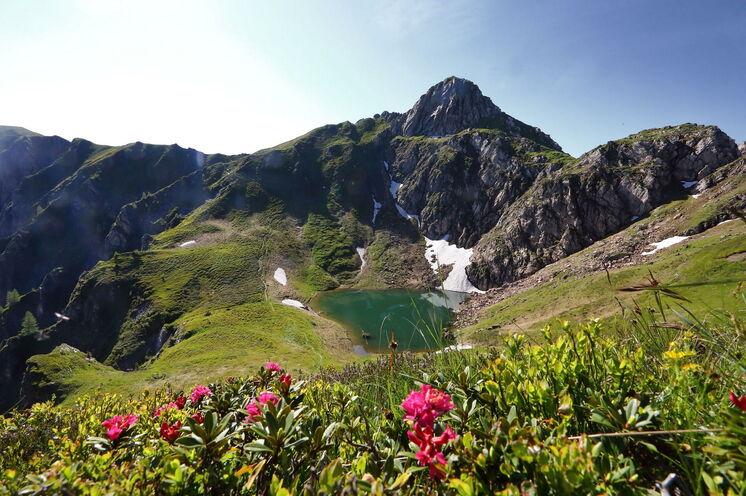 Der Schuhflickersee, einer der Paarseen,  ist nur einer von vielen malerischen Bergseen, die sich erwandern werden
