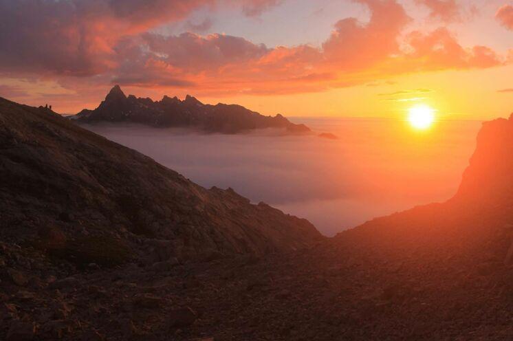 Nicht zuletzt werden Ihnen neben all den eindrucksvollen Wanderungen die Sonnenuntergänge in bester Erinnerung bleiben.