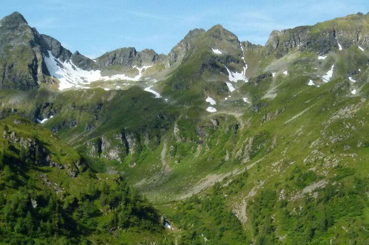Ist es nicht wunderbar, in einer Kulisse wie dieser zu nächtigen? Direkt hinter der Preintaler Hütte erhebt sich dieses Bergpanorama. (Foto: F. Höhflehner)