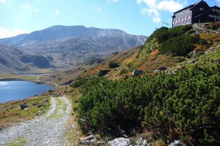 Direkt über dem Unteren Giglachsee liegt Ihr erster Übernachtungsplatz – die Ignaz-Mattis-Hütte (Foto: R. Schönsee)