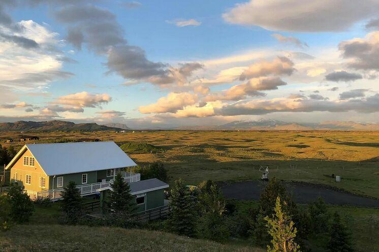 Für sechs Nächte unsere exklusive Unterkunft, mit Blick bis zum Vulkan Hekla.