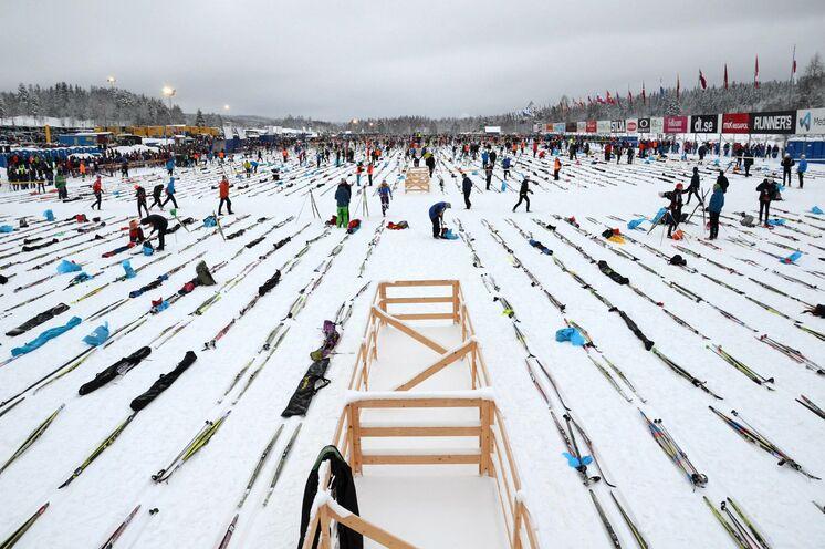 """Kurz vor Beginn am Start in Sälen, wer zuerst kommt """"positioniert"""" zuerst.... Wir sind stets früh genug vor Ort um eine ideale Startposition für unsere Ski zu finden"""