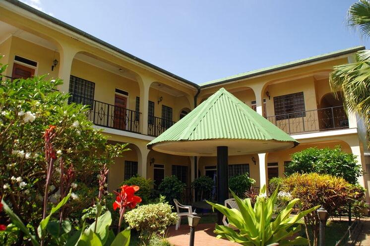 Ihre Unterkunft in Moshi, ein gutes Mittelklasse-Hotel mit Pool