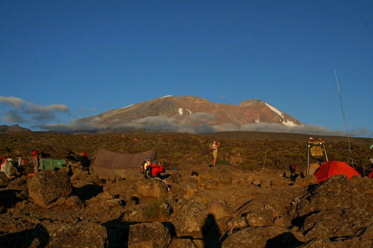...oder naturnahen Zelten (wie hier im Barranco-Camp auf 3960m).