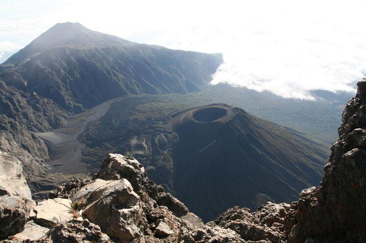 """Auf dem Weg zum Gipfel (Socialist Peak) zeigt sich der berühmte """"Ash Cone"""""""