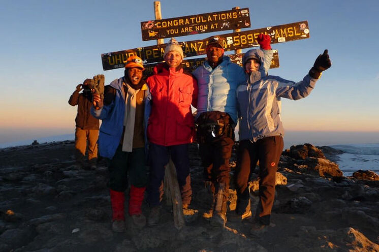 Das Ziel einer erfolgreichen Kilimanjaro-Besteigung! Höher geht's in Afrika nicht mehr.