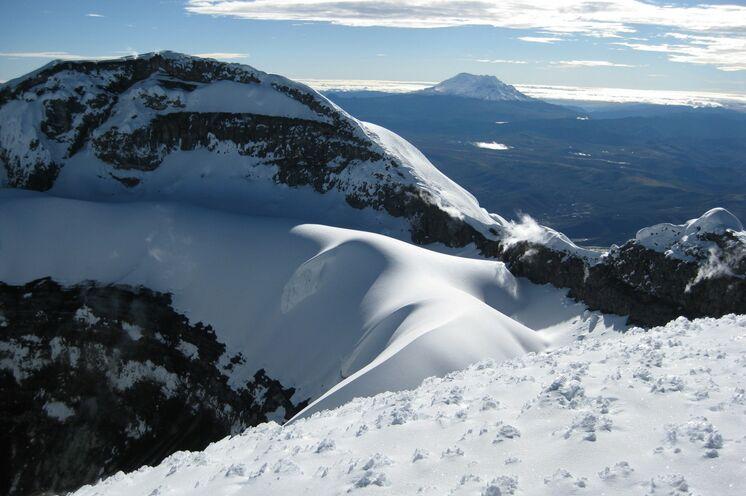 ...und anschließender Blick in den Krater.