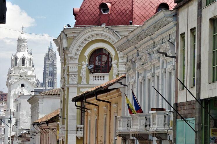 Die Tour beginnt in der malerischen Kolonialstadt von Quito