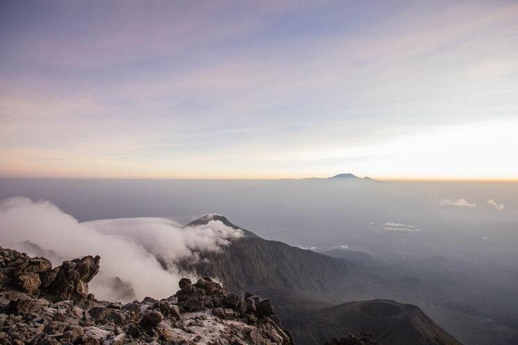 Beeindruckender Blick vom Gipfel des Mt. Meru auf den Kilimanjaro