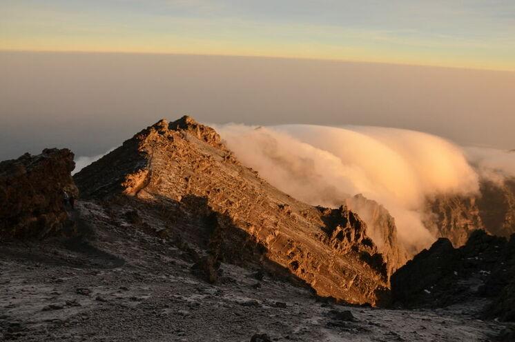 Sie kommen meistens zum Sonnenaufgang auf dem Gipfel des Berges an.