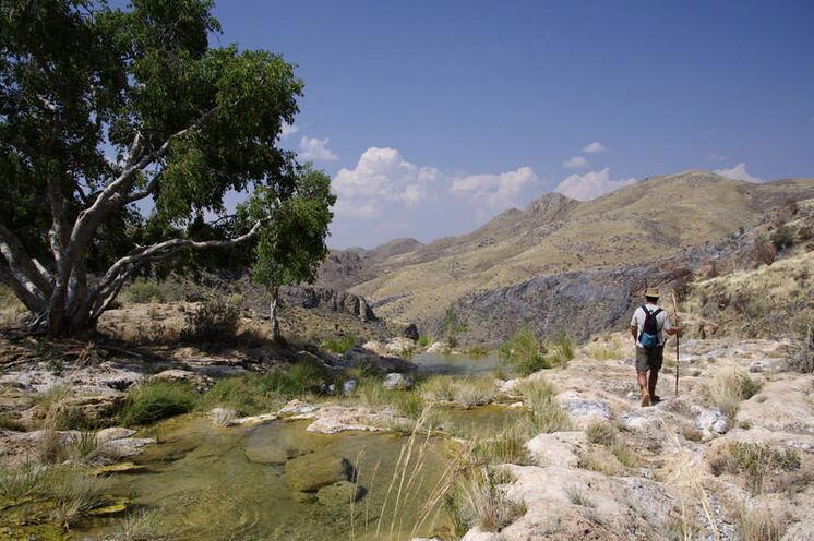 In der beeindruckenden Landschaft der Naukluft (8. Tag) kommen Naturfreunde auf ihre Kosten.