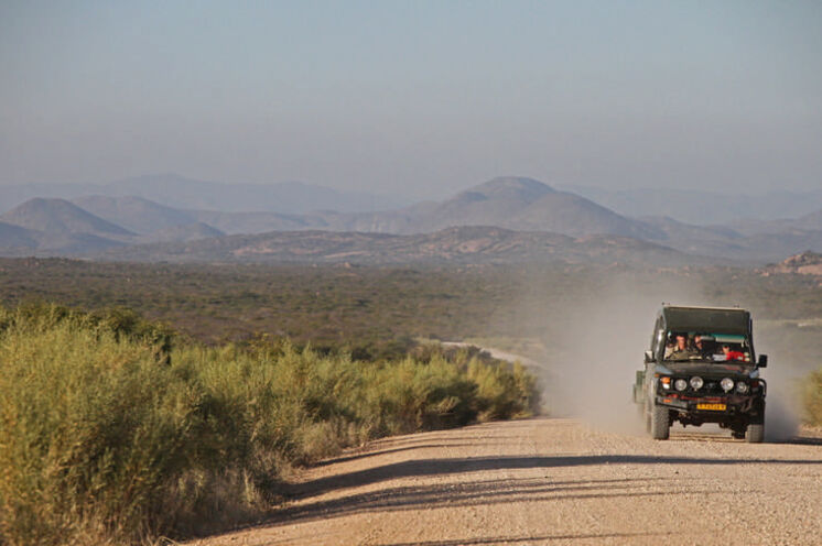 Der Weg ist das Ziel - auf zum Teil längeren Fahrten können Sie die Weiten Namibias genießen.