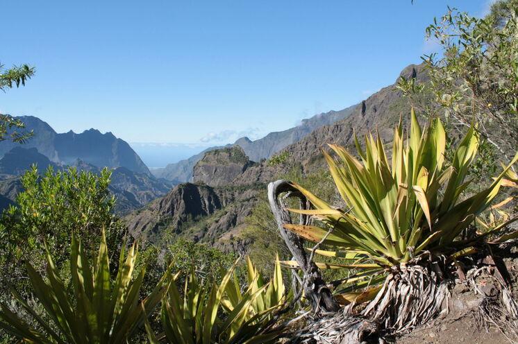 Taibit Pass mit Blick in die Talkessel von Cilaos und Mafat