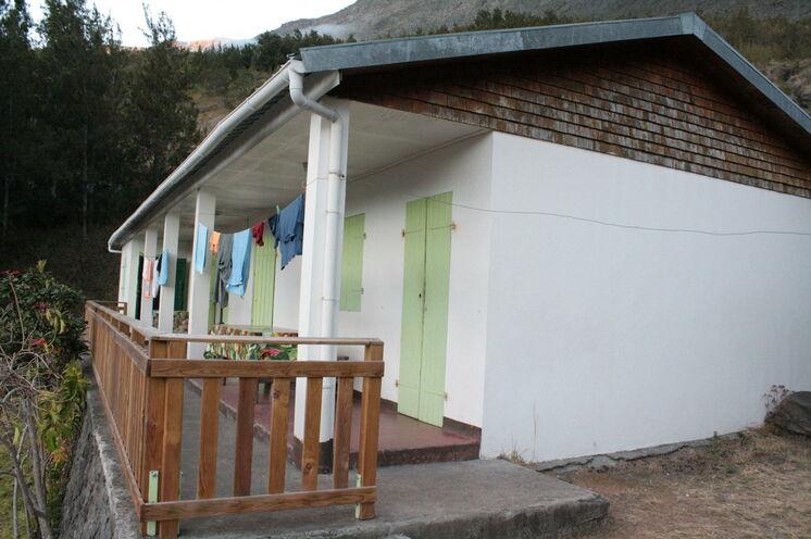 """Unterkunft in einer """"Gite"""" (Hütte) während des Trekkings in Mafate"""