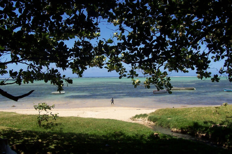 Die Küste vor St-Gilles eignet sich hervorragend zum Baden und Schnorcheln