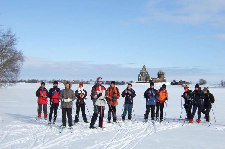 Auf Skiern zu den berühmten Holzkirchen auf der Insel Kischi (UNESCO-Weltkurlturerbe)
