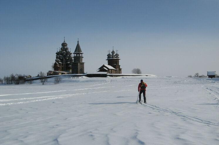 Einmalig und unvergessen: Das Kulturerbe Kischi per Ski ansteuern