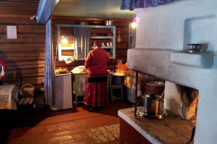 Zu Gast bei Nadeschda im traditionellen karelischen Haus