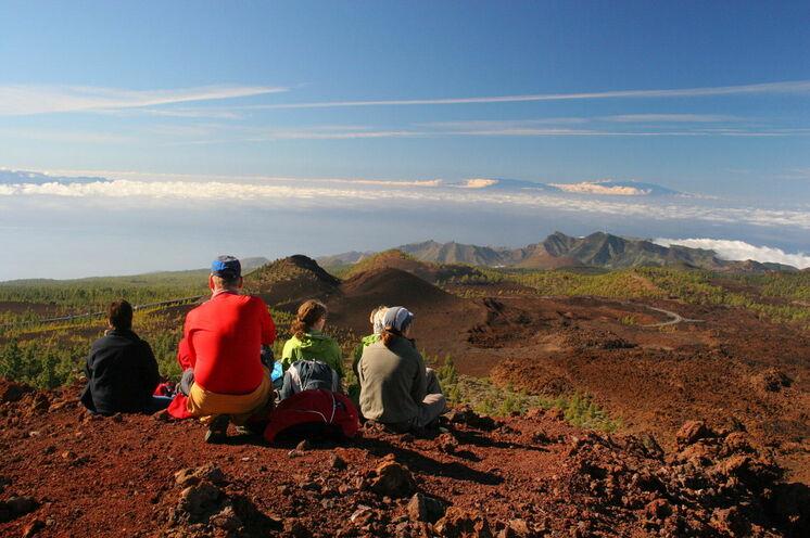 Rast im Teide-Nationalpark mit Blick über die Gipfel