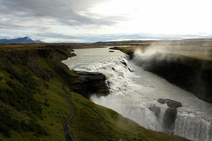 Mit dem sogenannten Goldenen Ring endet die Reise. 1. Ring-Höhepunkt: Der Wasserfall Gullfoss.
