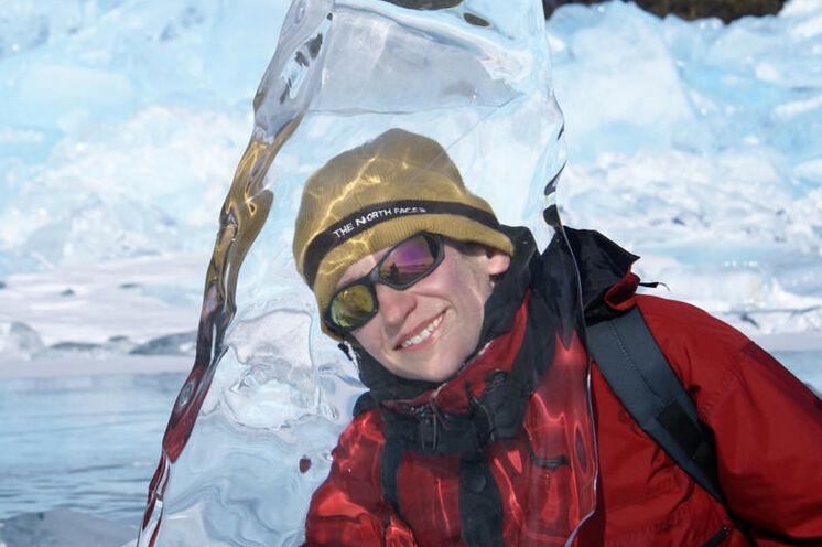 Der Baikal mit faszinierenden Eisformationen.