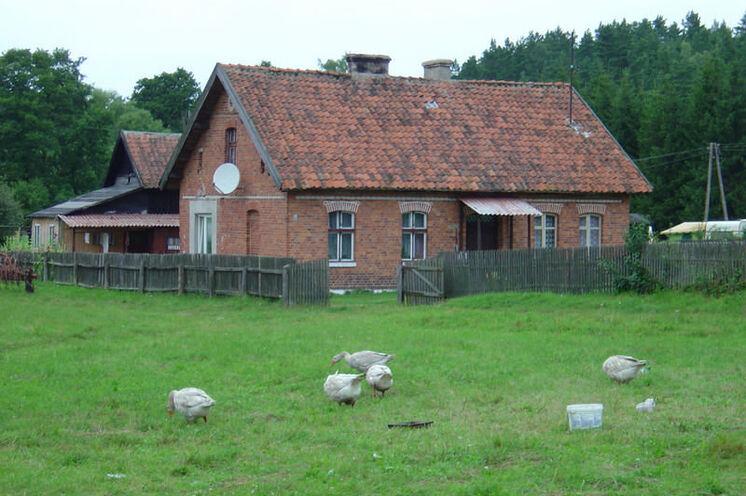 Backsteinbauten auf dem Land