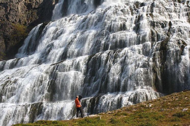 In den Westfjorden berauscht der gewaltige Dynjandi