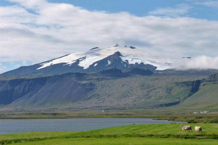 """Dominiert """"seine"""" Umgebung (die Halbinsel Snæfellsnes) - Snæfellsjökull (1446 m)"""