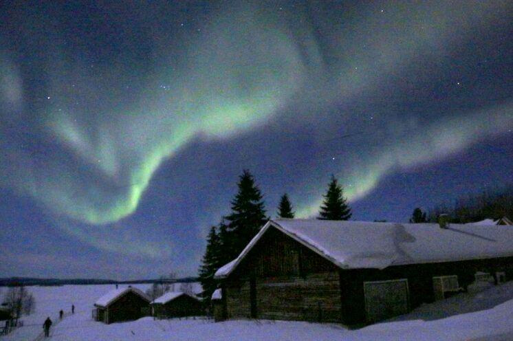 Wenn Sie Glück haben, werden Sie auch die Polarlichter sehen können. Diese Bilder sind bei einer Tour Anfang März gemacht worden